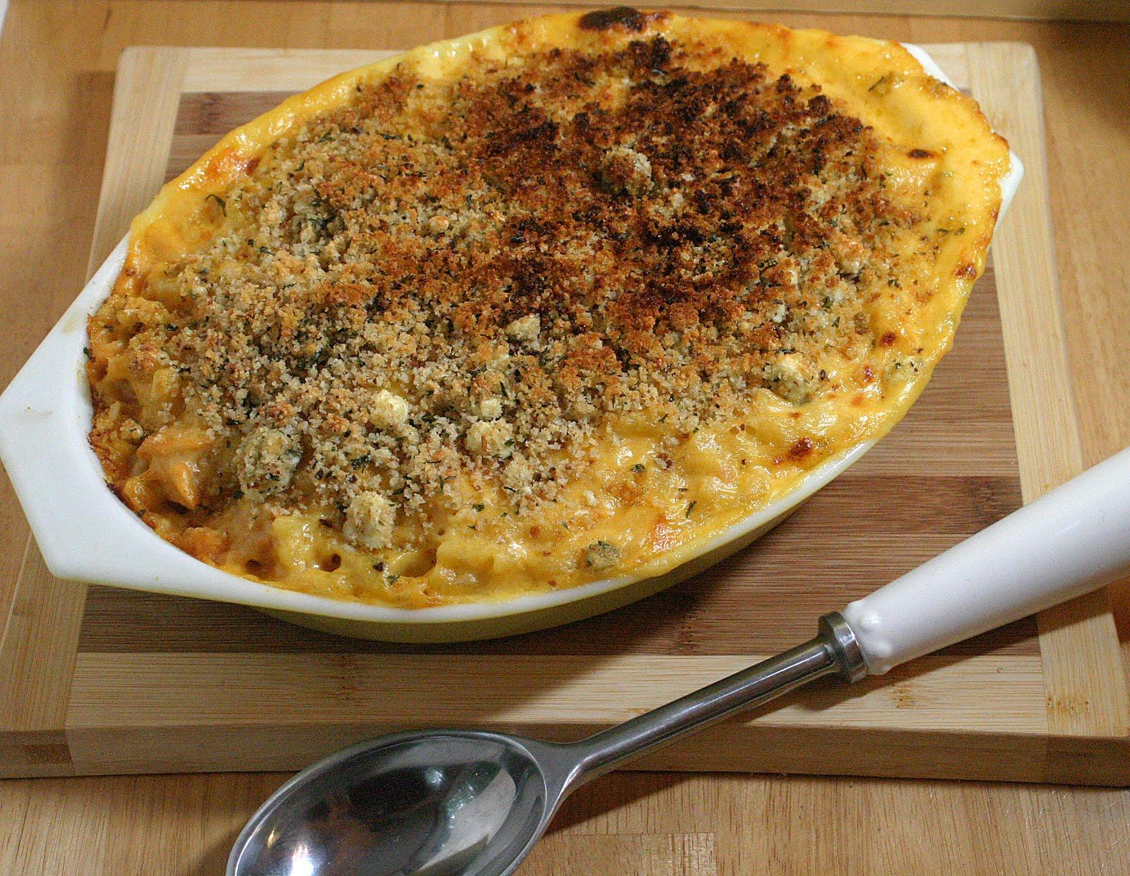 Buffalo Chicken Macaroni and Cheese {Vegetarian} - VeggieConverter