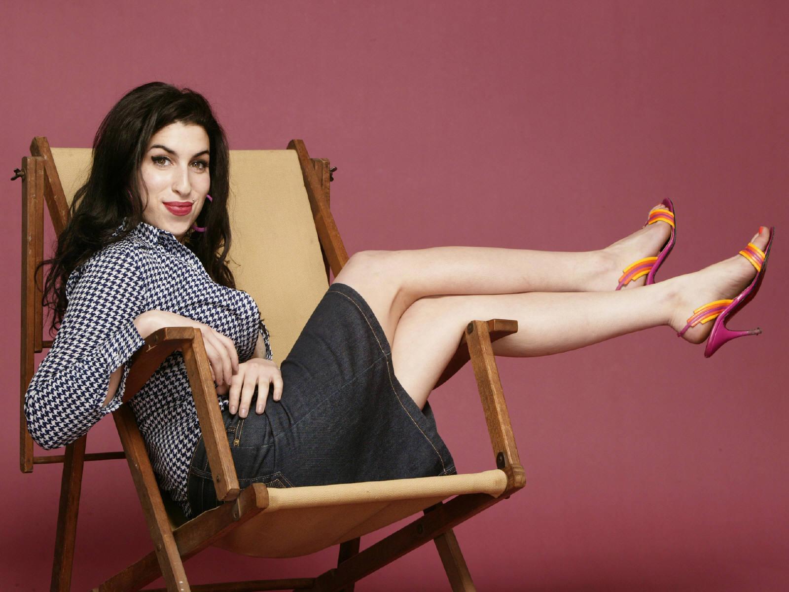 http://1.bp.blogspot.com/-MvwYjc5Nlmo/Tiyh6Vfmm7I/AAAAAAAAAdY/y8Vucl5e0rA/s1600/Amy_Winehouse1.jpg