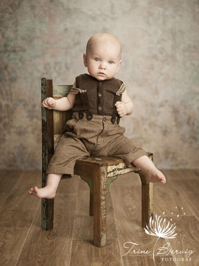 Nydelig utrykk på liten gutt - fotografert av barnefotograf trine bjervig i Tønsberg