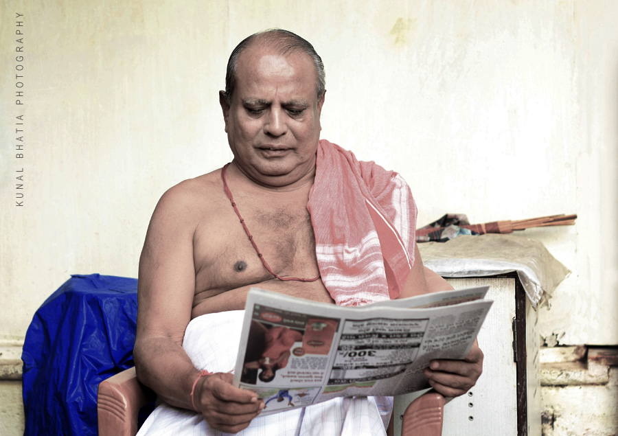 brahmin priest holy man from banaganga sacred tank reading, by mumbai photographer kunal bhatia