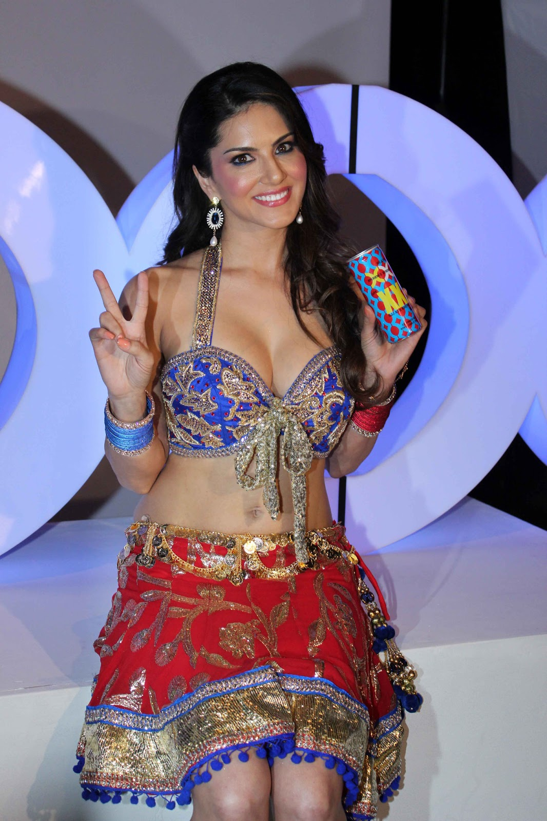 http://1.bp.blogspot.com/-Mw4XUYuBY8Q/UXAgG6GP9gI/AAAAAAAAOgg/qiwre-W9H1g/s1600/Sunny-Leone-Hot-Photo-Shoot-for-XXX-Energy-Drink-27.JPG