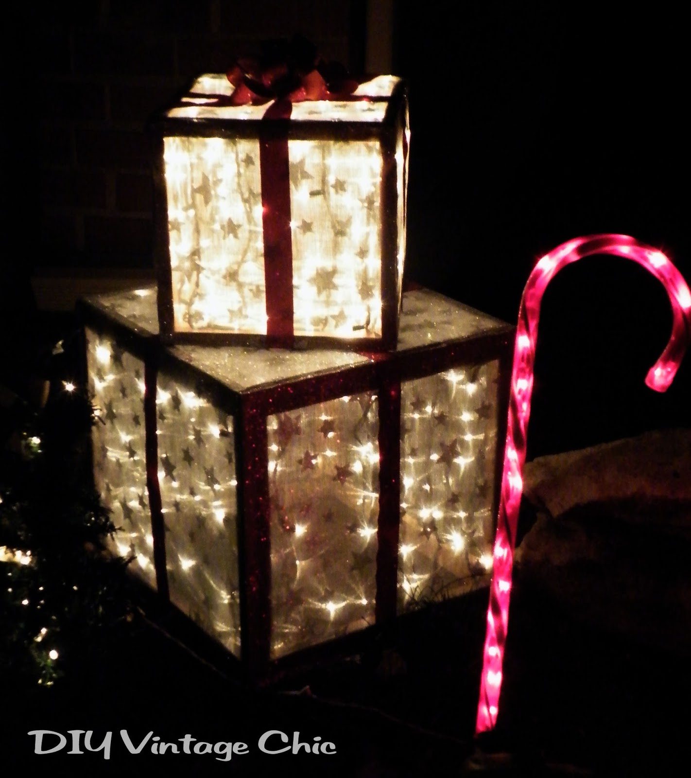 Diy vintage chic how to make lighted christmas presents for Outdoor light up ornaments