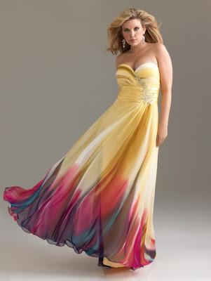 Femme ronde en robe de soiree