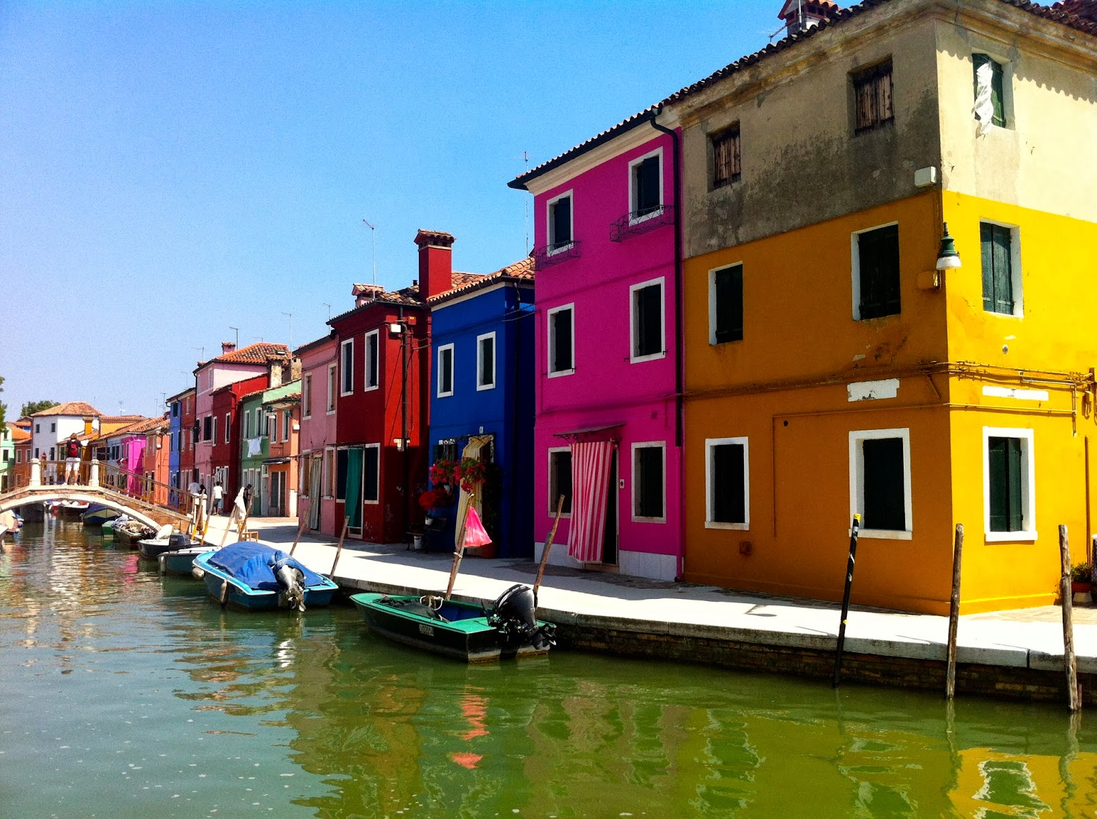 Party vista mare le isole della laguna di venezia burano for Foto di ville colorate