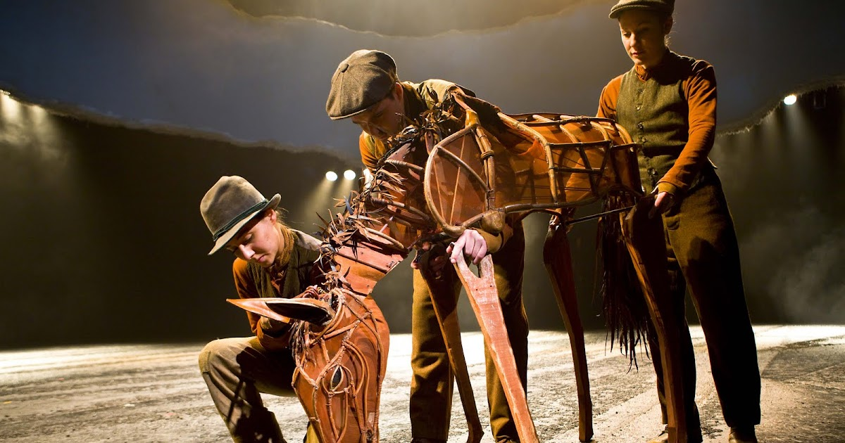 war horse review Theatre review of war horse (based on a novel by michael morpurgo, adapted by nick stafford) from a national theatre production in association with handspring puppet company at new london theatre, reviewer: kevin quarmby.