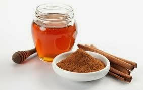 recette à base de miel et cannelle  pour soulager les brulures d'estomac
