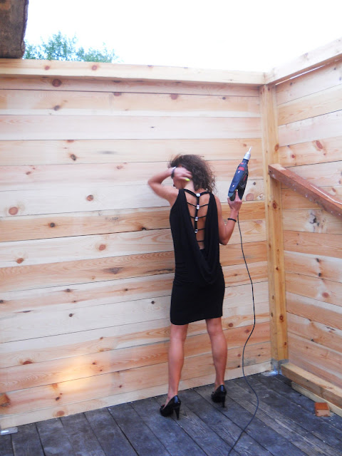 little black dress, sexy dress, mała czarna z dekoltem na plecach, sukienki, elegancka sukienka 2012