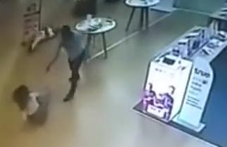Asesina a su Ex Esposa en un Centro Comercial