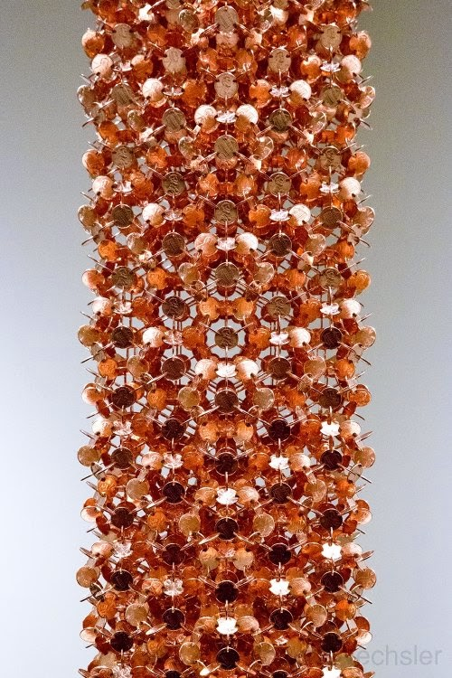 Robert Wechsler arte esculturas geométricas simétricas feitas de moedas centavos pennies Cariátide