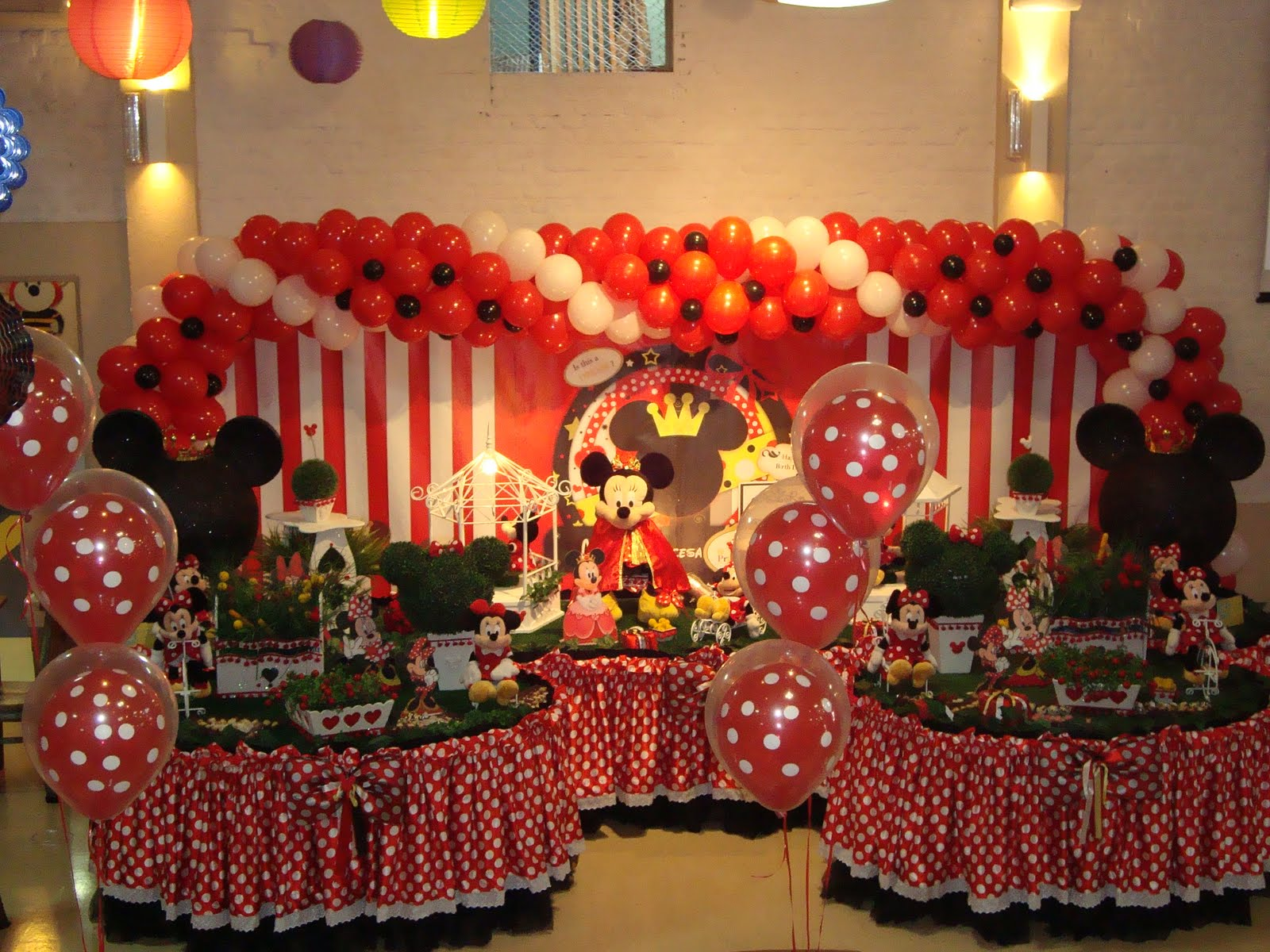 Mesa Decorada Pela Empresa Yellow Kids Party   O Tema Da Minnie