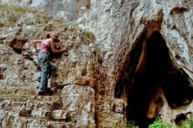 """Cave """"Prohodna"""", Karlukovo"""