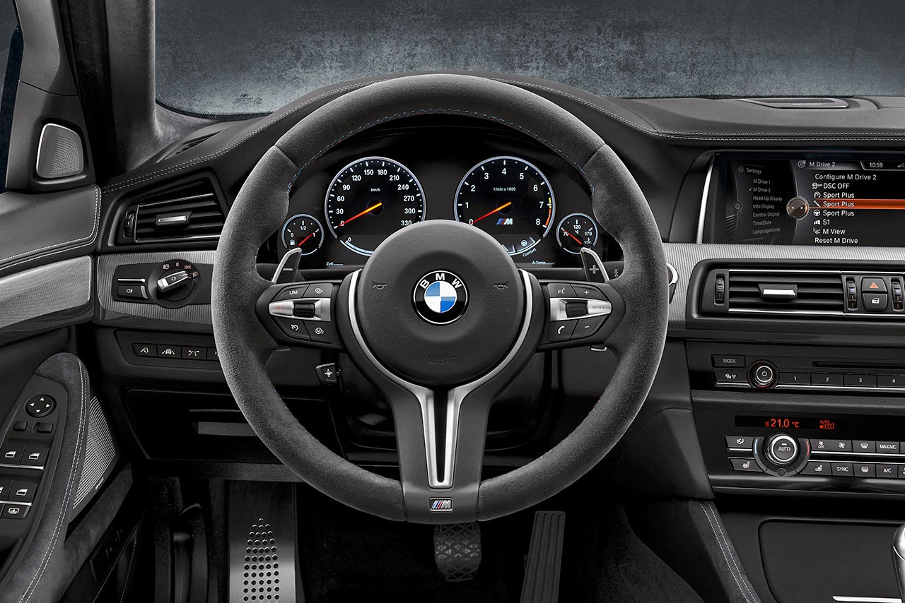 BMW M5 detail dash