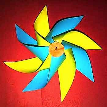 kincir angin dengan 8 buah sirip yang cantik dan warna warni
