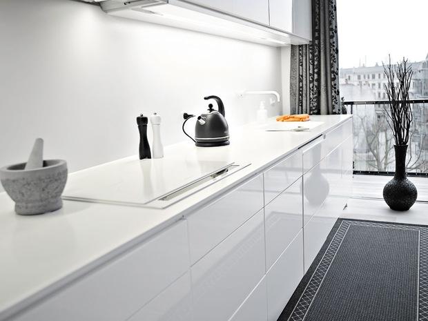 cocina en blanco y negro