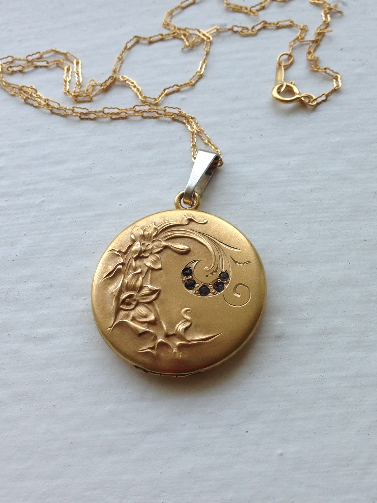 locket pin necklace stuff lockets pinterest me likey vintage and freshyfig gold monogram