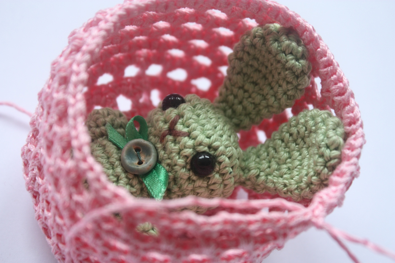 Free Crochet Pattern For Bunny Pin : HAPPYAMIGURUMI: Working on Bunny Brooch Pattern