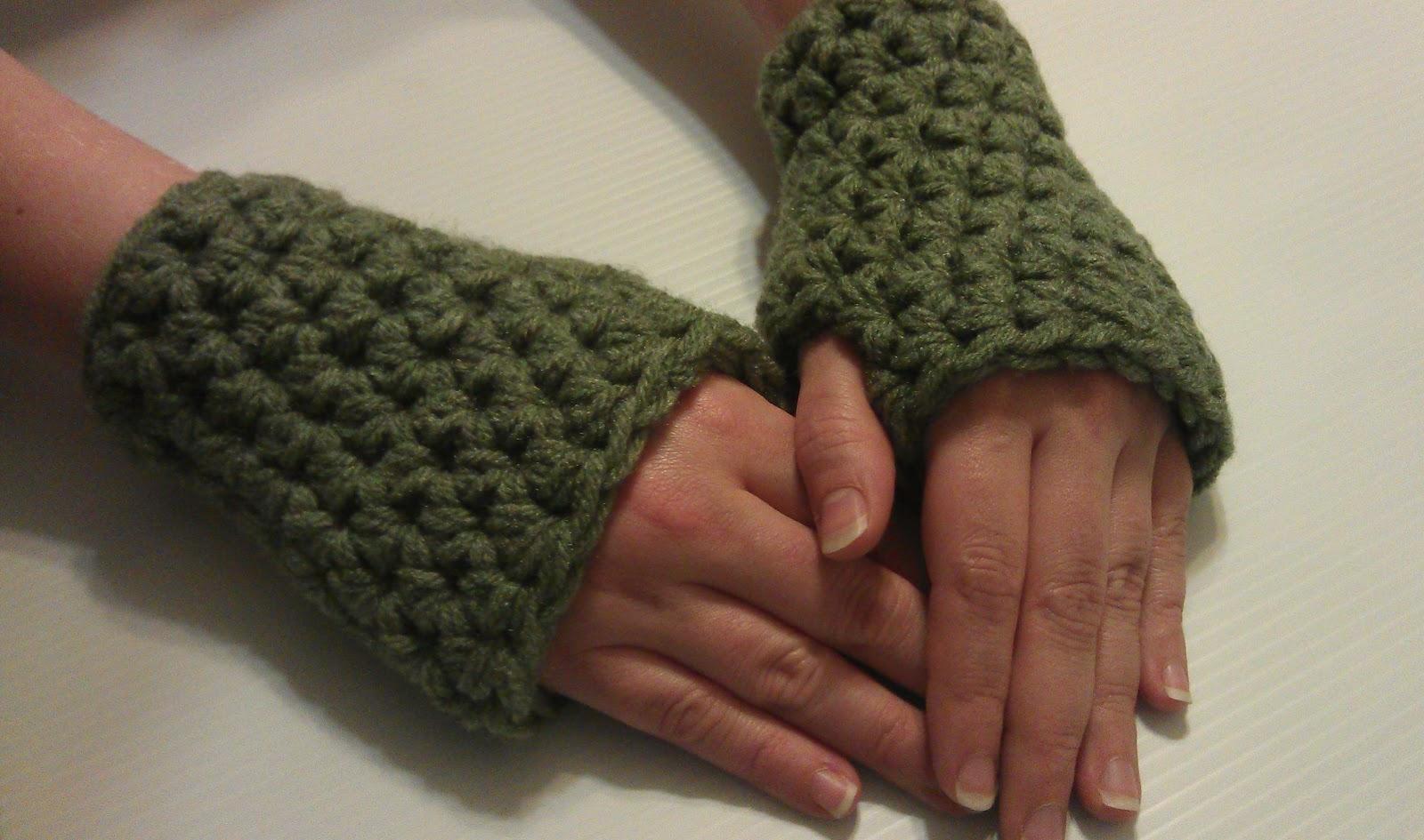 Free Crochet Pattern For Chunky Fingerless Gloves : Artsy Daisy Crochet: