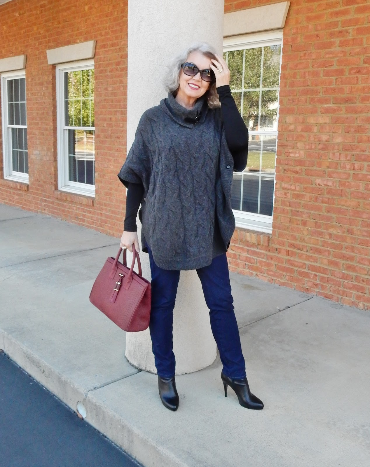 Fifty not frumpy the perfect cable poncho - Estilo anos 60 ...