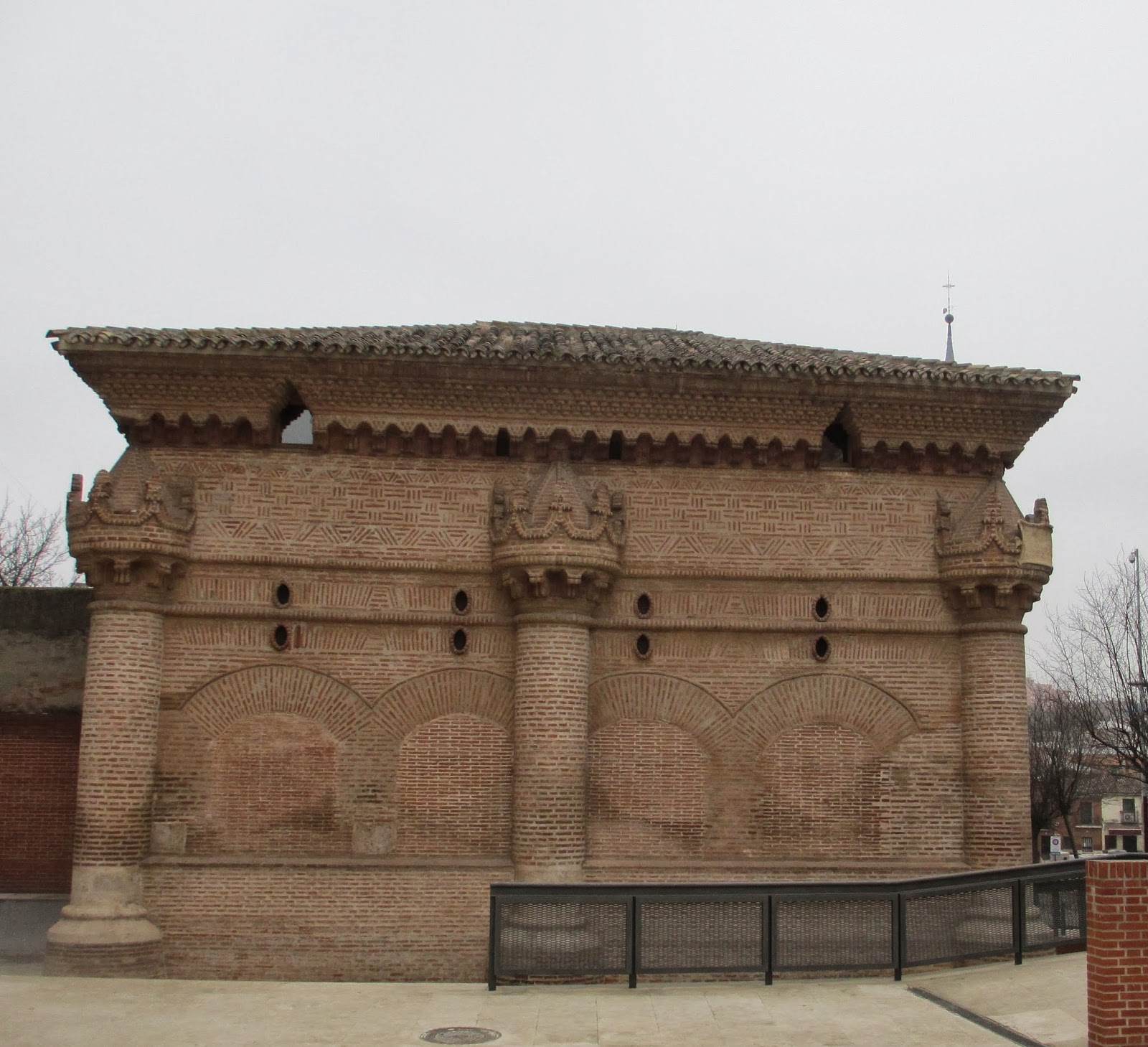 Maneti lugares que disfrutar capilla de luis de lucena la for Biblioteca iglesia madrid