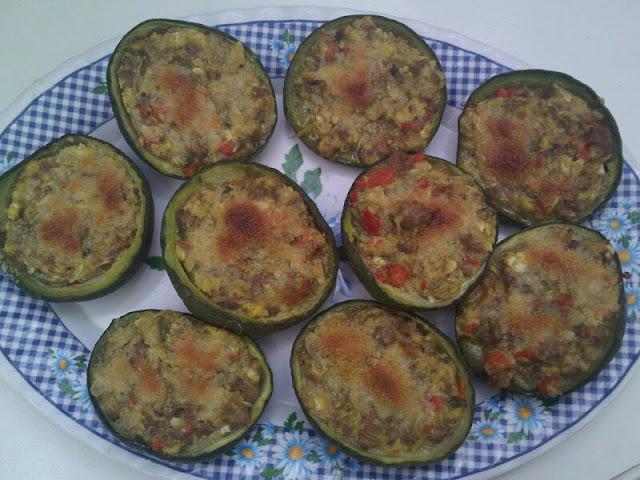 Calabacines rellenos de carne picada y verduras