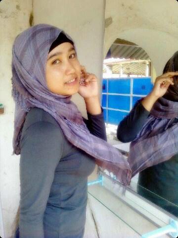 Photo Mahasiswi Berjilbab Ketat Buah Dada Besarnya Nonjol