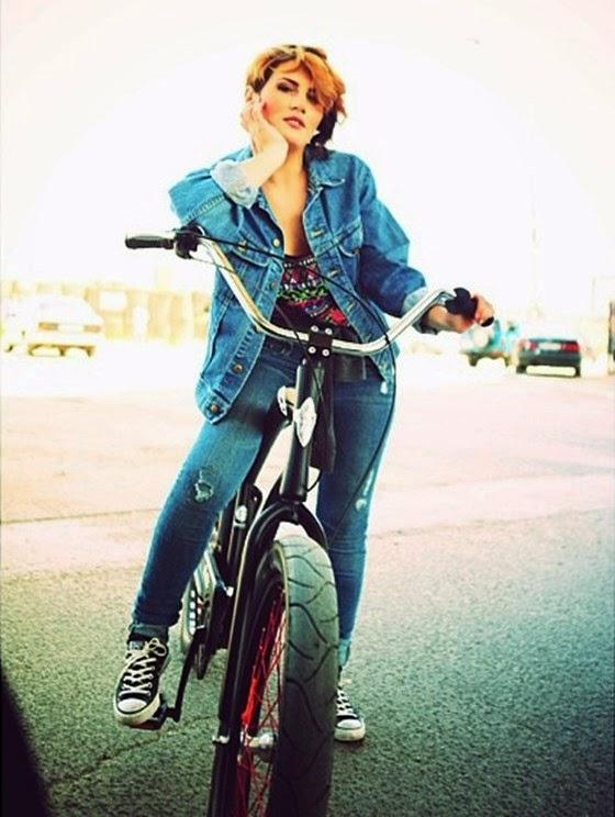 Gjira Kajtazi ne biciklete