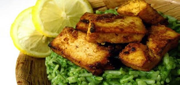 Arroz Verde con Salsa de Coco y Tofu Frito