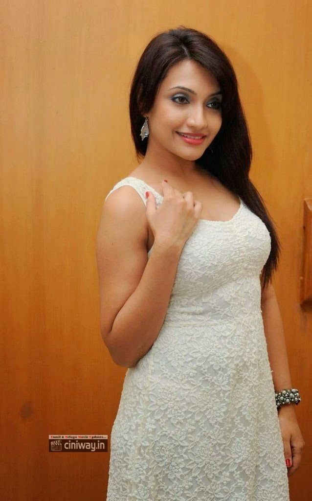Zoya-Khan-Stills-At-A-Shyam-Gopal-Varma-Audio-Launch