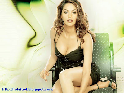 Bollywood Actress Mallika Sherawat Bollywood Actress Hot Wallpaper Hot Pose - Wallpapers Mallika Sherawat Beautiful Bollywood Actress Looks Hot