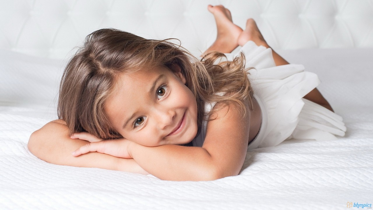 Very Cute Little Baby Girl With Smile Hd Wallpaper Cute
