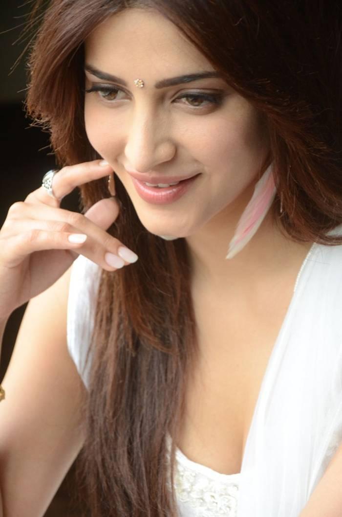 Shruti K Hassan in White Salwar Suit Indoor Photoshoot