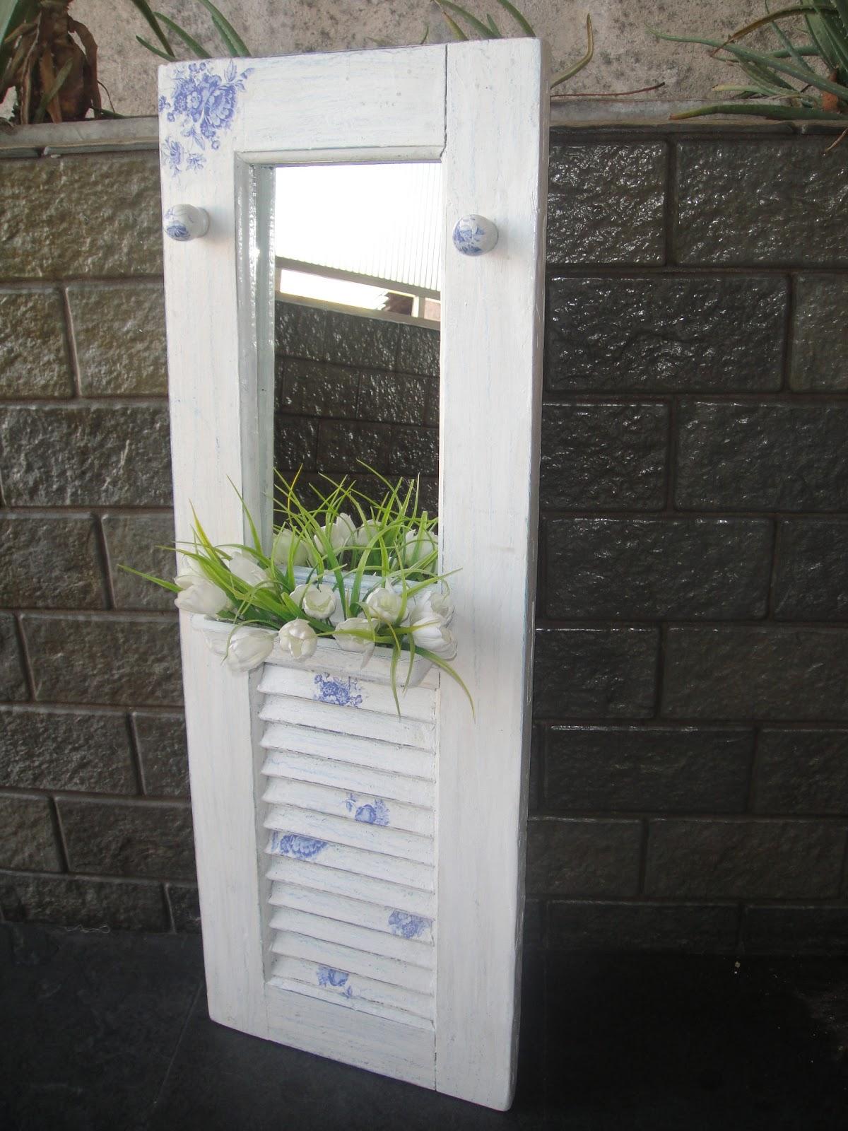 banheiro encaixada na janela adorei o resultado pois a janela acabou  #4C5E38 1200 1600