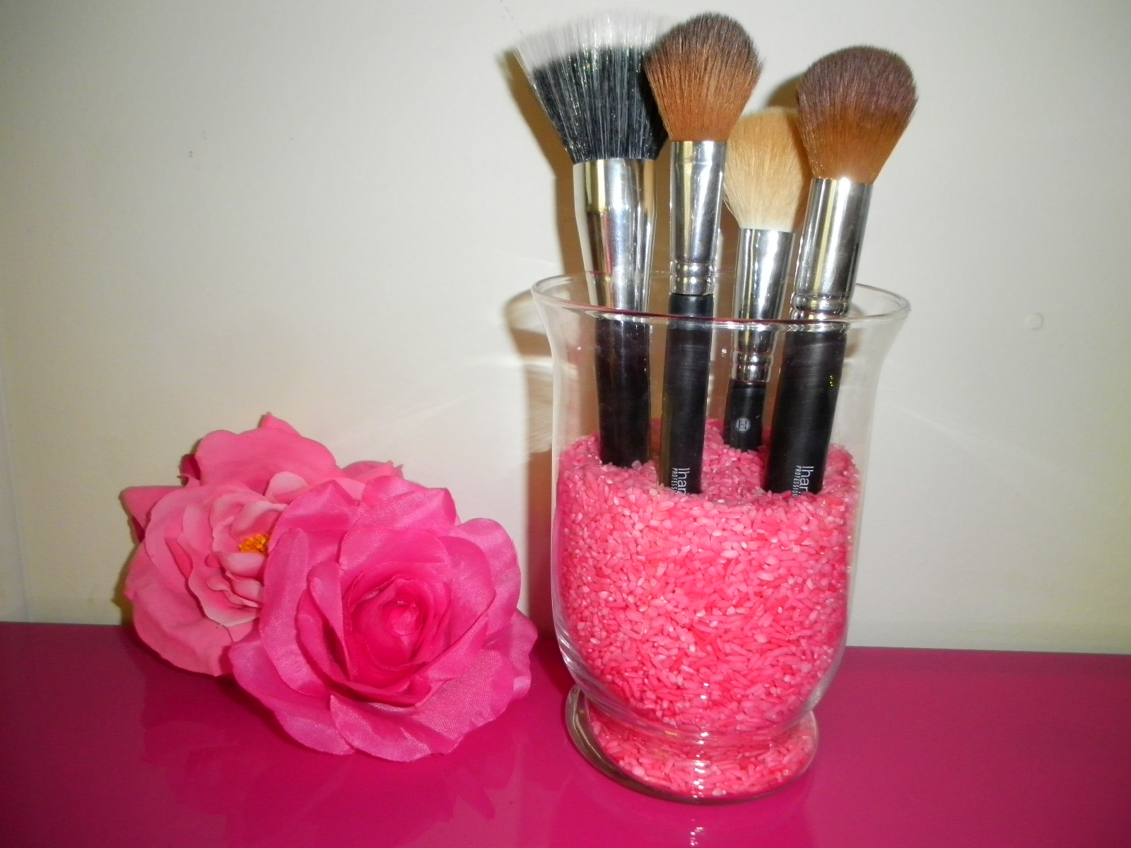 Colouring Rice For Makeup Brush Holders Tango2