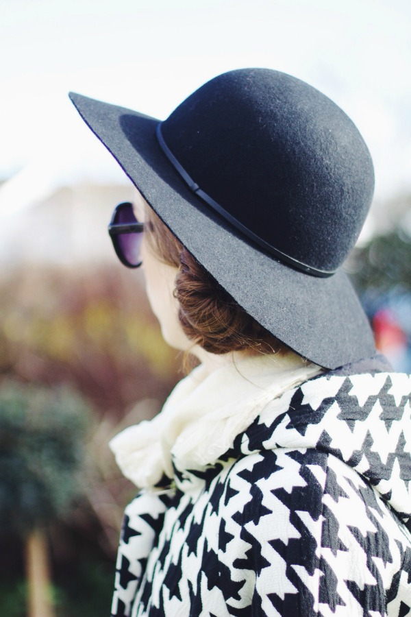 Floppy hat & houndstooth coat