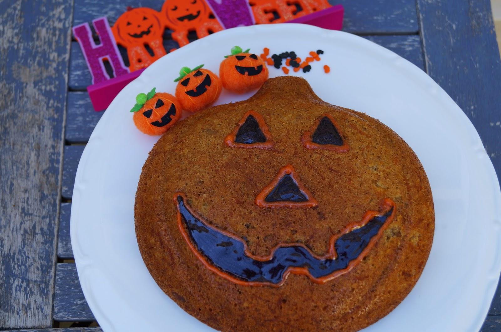 halloween treats : scary pumpkinhead carrot cake