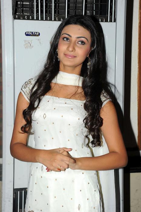 , Neelam Upadhyay In White Suit - Churidar Suit