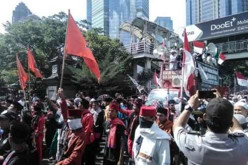 Habib Rizieq Diperiksa Ditreskrimsus, Ribuan Laskar FPI Demo