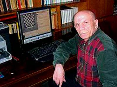Iuri Akobia en su estudio con sus programas de ajedrez