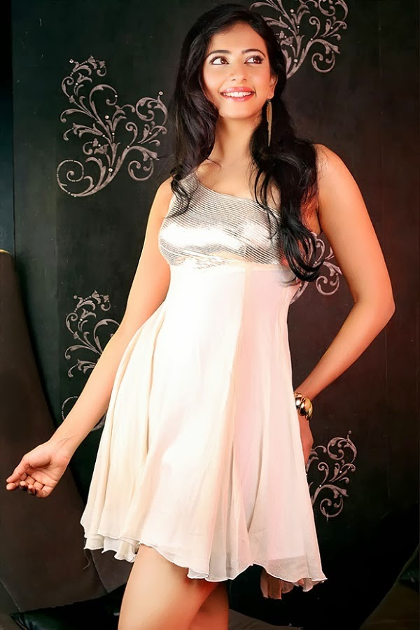 Rakul Preet Singh hottest big thighs visible pics unseen download