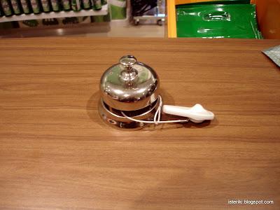 Звонок в магазине музея Heineken