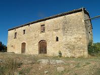 La façana principal, orientada a migdia, del mas Rubió