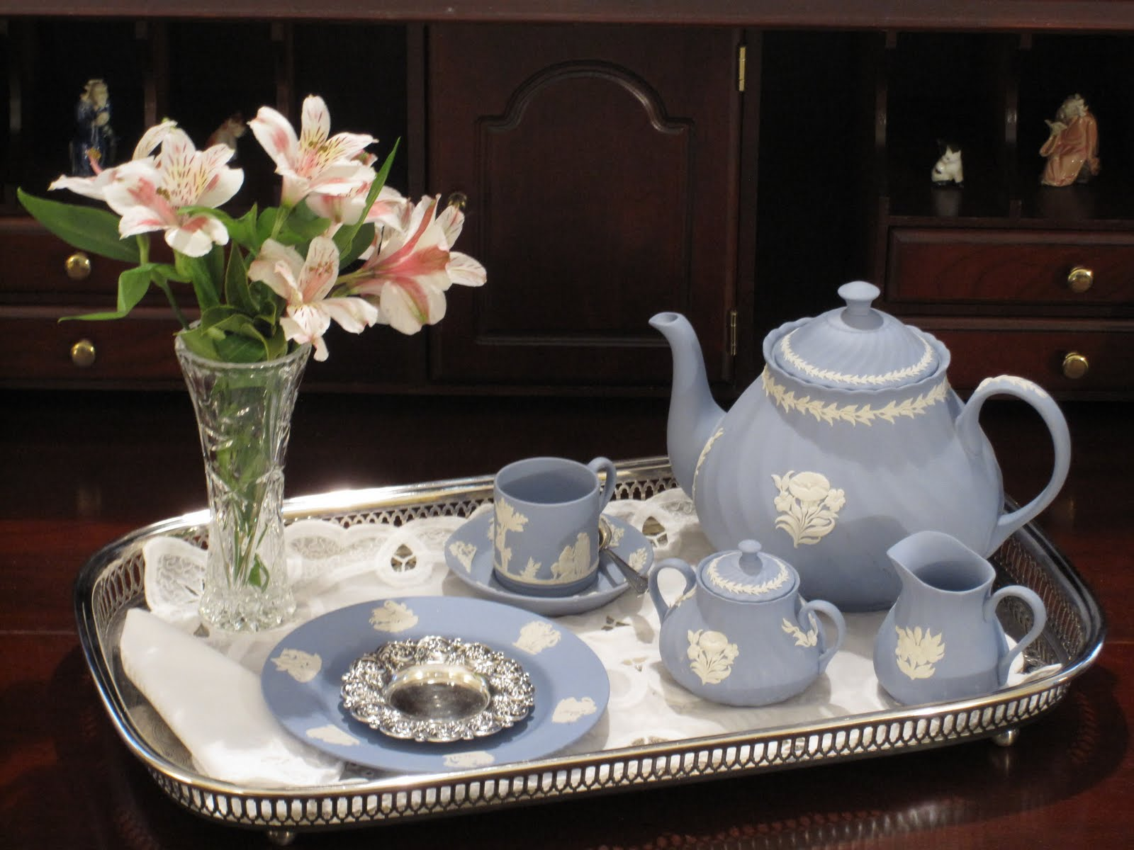 tablescape times three blue monday wedgwood tea for one. Black Bedroom Furniture Sets. Home Design Ideas