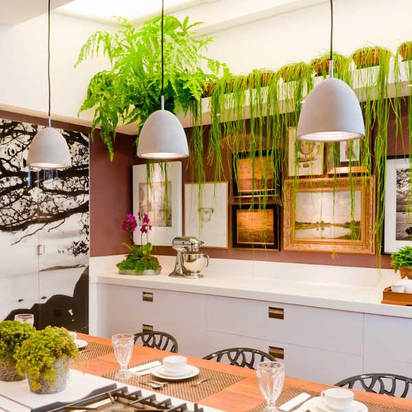 Bella cocina con cuadros y plantas copa e cozinha for Cuadros cocina decoracion
