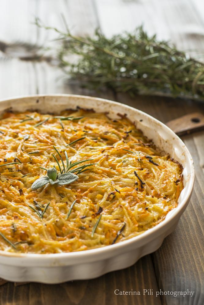 Tortino semplice di patate e carote cotto in forno