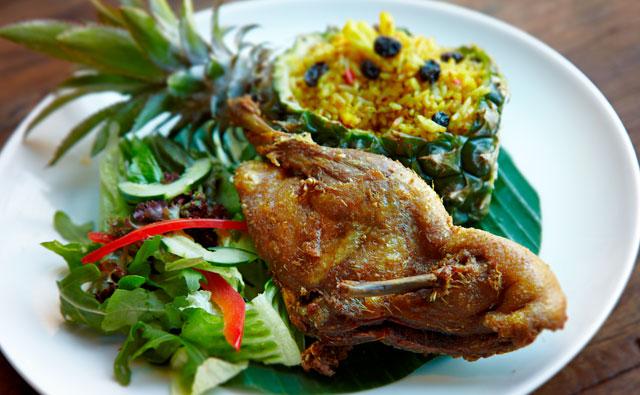 Lunch (Makan Siang Di Restoran Kebun Binatang Bali)