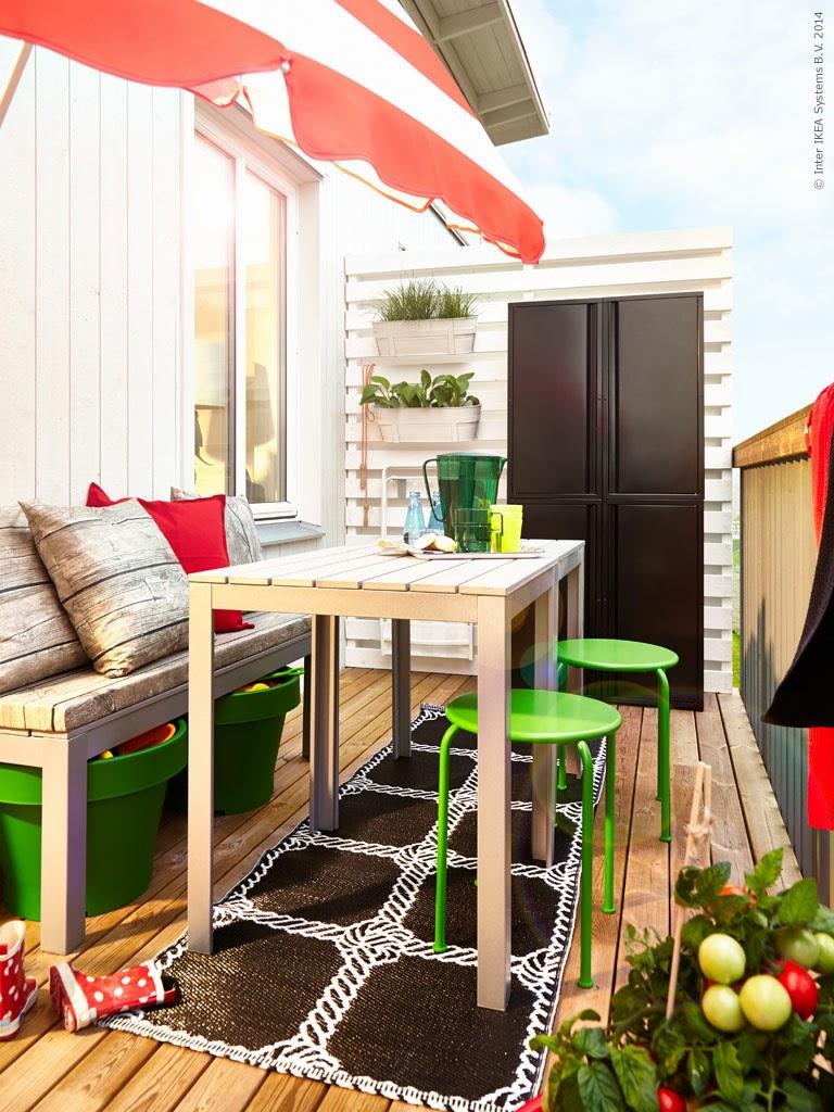 Decoraci n f cil un balc n bien aprovechado con ikea - Sombrillas terraza ikea ...