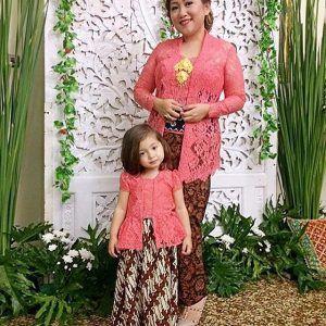Model Kebaya Kutu Baru Couple Untuk Ibu dan Anak Cantik