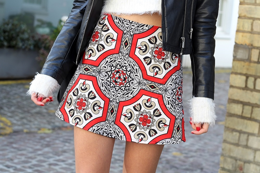 peexo fashion blogger wearing motel rocks skirt