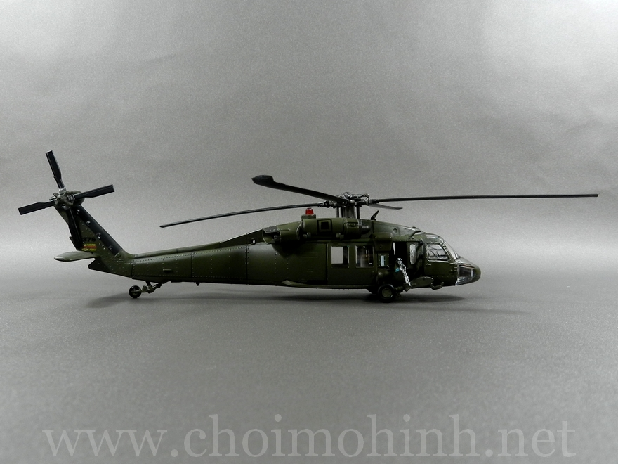 U.S. UH-60 Black Hawk 1:72 Forces of Valor side
