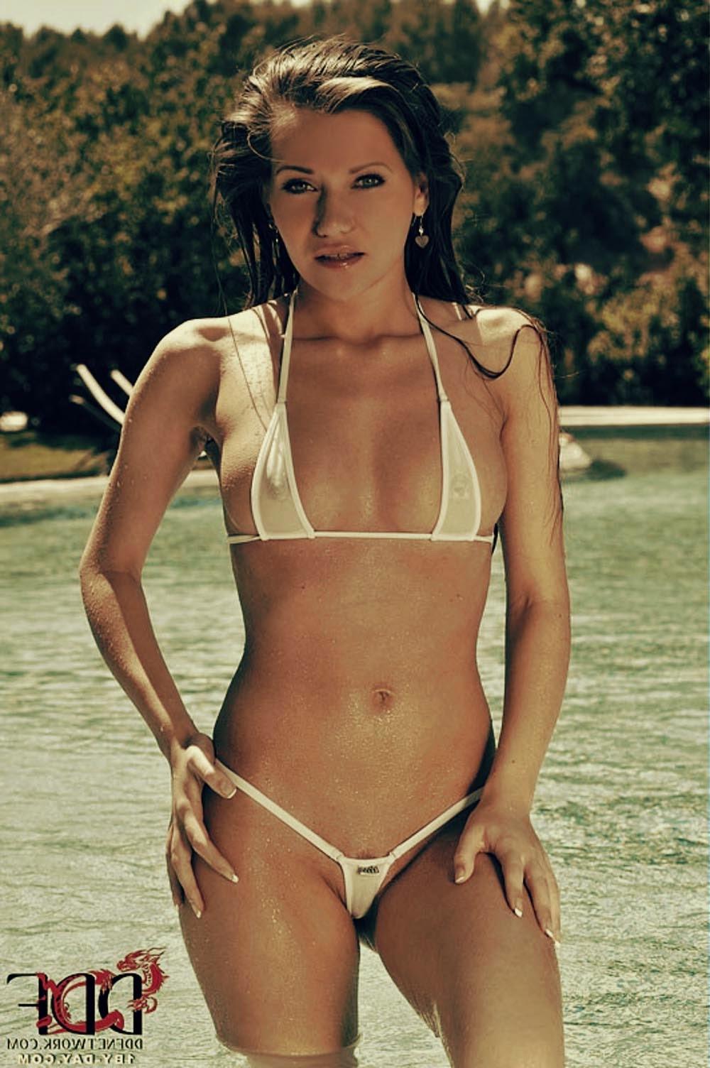 Прозрачные купальники на девушках 11 фотография